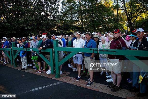 Patrons arrive to watch a practice round prior to the start of the 2016 Masters Tournament at Augusta National Golf Club on April 4 2016 in Augusta...