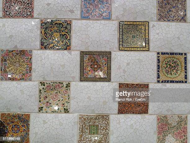 A pattern of ornate design on a ceramic tiled wall
