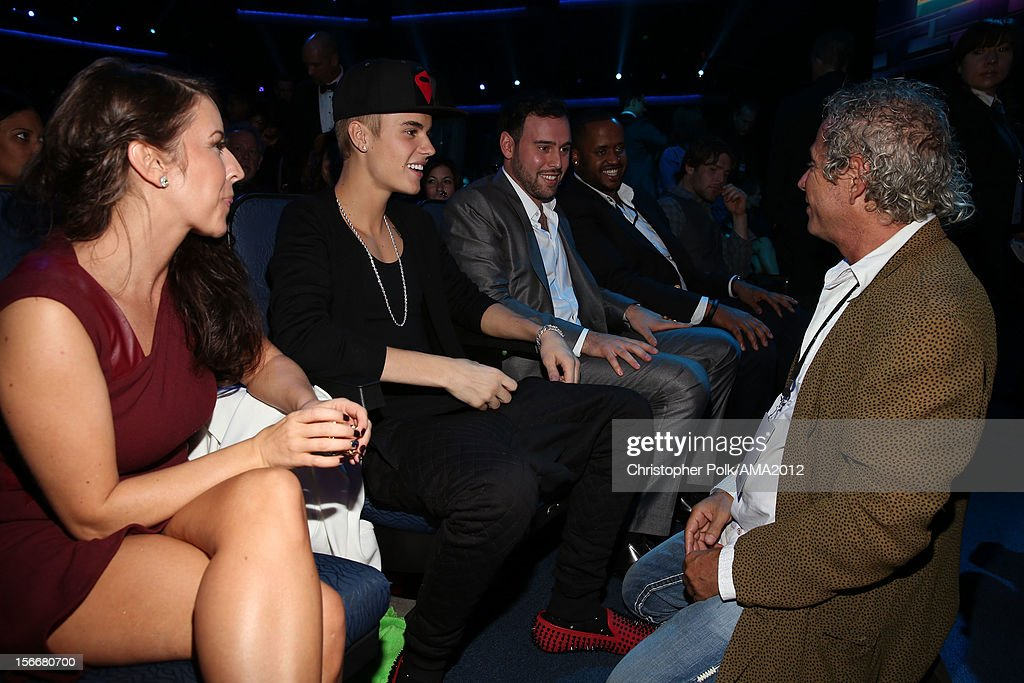 Pattie Malette singer Justin Bieber talent manager Scooter Braun guest and producer of the American Music Awards Larry Klein at the 40th American...