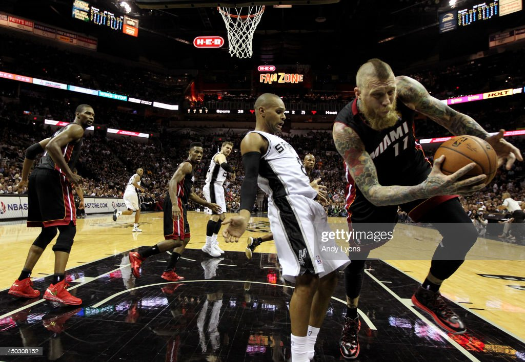 Patty Mills #8 of the San Antonio Spurs and Chris Andersen #11 of the Miami Heat battle for a loose ball during Game Two of the 2014 NBA Finals at the AT&T Center on June 8, 2014 in San Antonio, Texas.