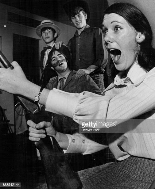 OF 'ANNIE GET YOUR GUN' JOIN LUSTILY IN SONG Patty Seggelke as Annie Oakley and from left Steve Rollman Joe McEnerny Michael Keefe join in singing in...