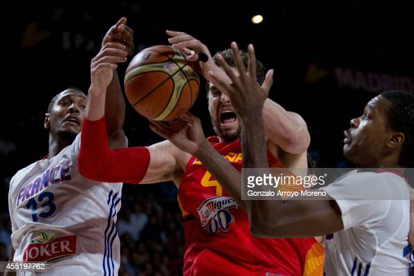 Pau Gasol of Spain drives against Boris Diaw of France and his teammate Mickael Gelabale during the 2014 FIBA World Basketball Championship quarter...