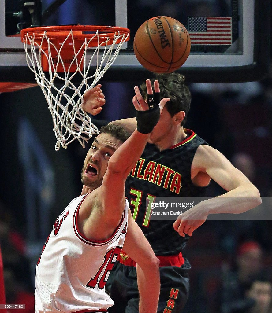 <a gi-track='captionPersonalityLinkClicked' href=/galleries/search?phrase=Pau+Gasol&family=editorial&specificpeople=201587 ng-click='$event.stopPropagation()'>Pau Gasol</a> #16 of the Chicago Bulls reaches for a rebound in front of <a gi-track='captionPersonalityLinkClicked' href=/galleries/search?phrase=Mike+Muscala&family=editorial&specificpeople=7563430 ng-click='$event.stopPropagation()'>Mike Muscala</a> #31 of the Atlanta Hawks at the United Center on February 10, 2016 in Chicago, Illinois.