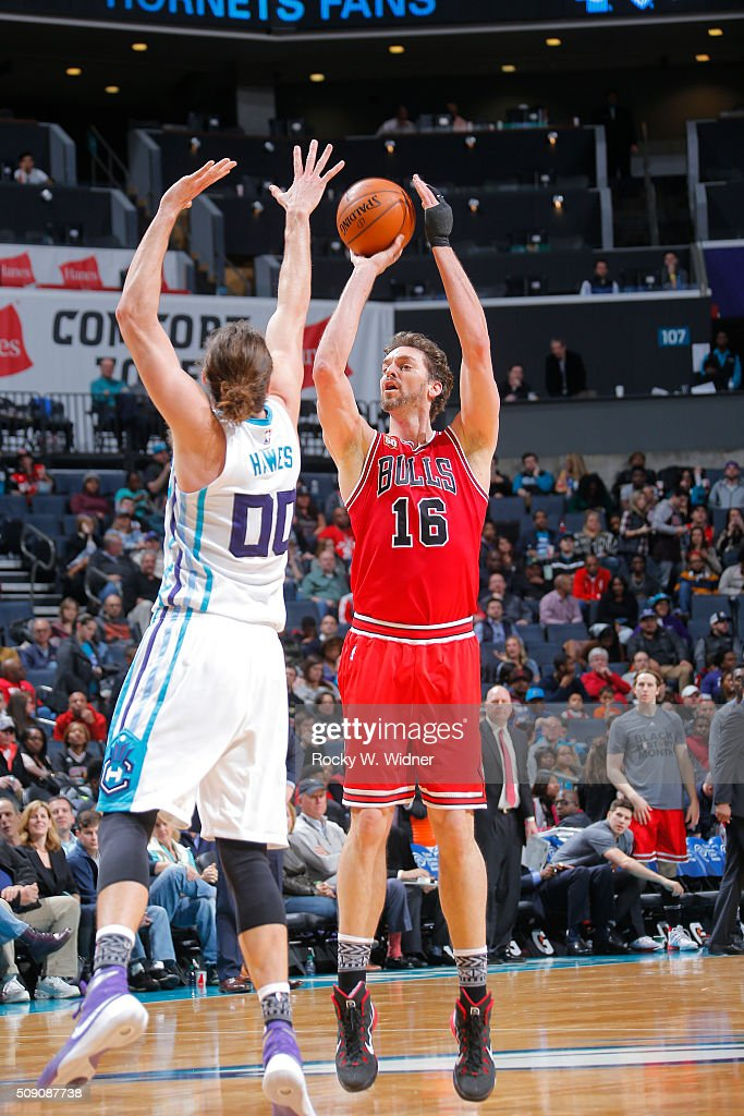 Pau Gasol #16 of the Chicago Bulls shoots against Spencer Hawes #00 of the Charlotte Hornets on Februay 8, 2016 at Time Warner Cable Arena in Charlotte, North Carolina.