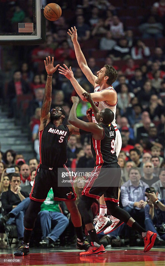 Pau Gasol #16 of the Chicago Bulls shoots over Amar'e Stoudemire #5 and Luol Deng #9 of the Miami Heat at the United Center on March 11, 2016 in Chicago, Illinois.