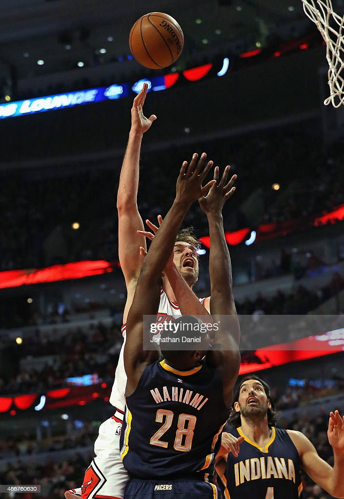 <a gi-track='captionPersonalityLinkClicked' href=/galleries/search?phrase=Pau+Gasol&family=editorial&specificpeople=201587 ng-click='$event.stopPropagation()'>Pau Gasol</a> #16 of the Chicago Bulls shoots over <a gi-track='captionPersonalityLinkClicked' href=/galleries/search?phrase=Ian+Mahinmi&family=editorial&specificpeople=740196 ng-click='$event.stopPropagation()'>Ian Mahinmi</a> #28 of the Indiana Pacers at the United Center on March 18, 2015 in Chicago, Illinois.