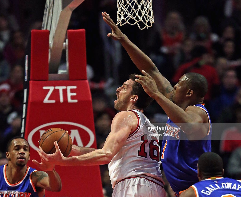 Pau Gasol #16 of the Chicago Bulls tries to get off a shot between Lance Thomas #42 (L) and Kevin Seraphin #1 of the New York Knicks at the United Center on January 1, 2016 in Chicago, Illinois.