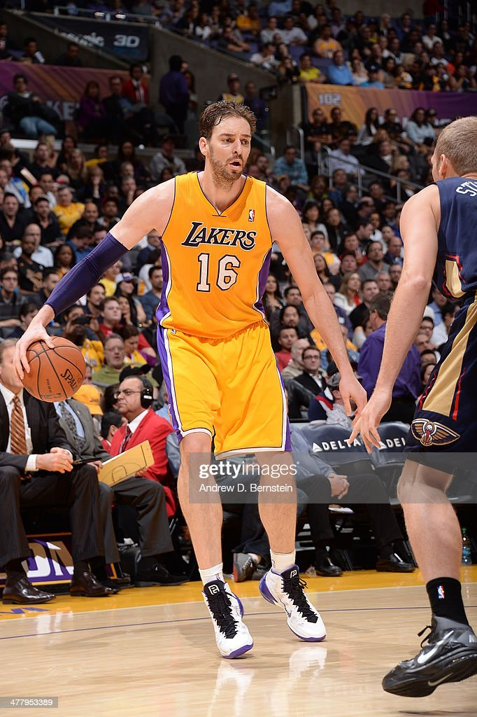 Pau Gasol #16 of the Los Angeles Lakers handles the ball against the New Orleans Pelicans at Staples Center on March 4, 2014 in Los Angeles, California.