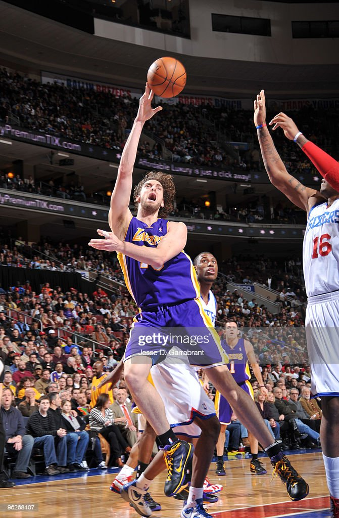 <a gi-track='captionPersonalityLinkClicked' href=/galleries/search?phrase=Pau+Gasol&family=editorial&specificpeople=201587 ng-click='$event.stopPropagation()'>Pau Gasol</a> #16 of the Los Angeles Lakers shoots against <a gi-track='captionPersonalityLinkClicked' href=/galleries/search?phrase=Marreese+Speights&family=editorial&specificpeople=4187263 ng-click='$event.stopPropagation()'>Marreese Speights</a> #16 of the Philadelphia 76ers during the game on January 29, 2010 at the Wachovia Center in Philadelphia, Pennsylvania.