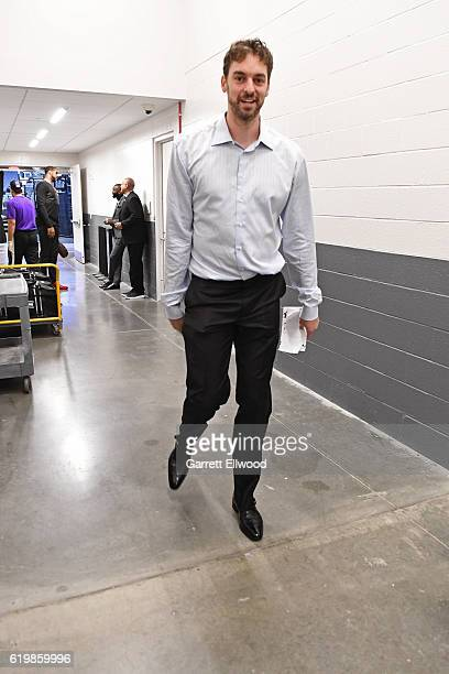 Pau Gasol of the San Antonio Spurs arrives at the Golden 1 Center before the game against the Sacramento Kings on October 27 2016 in Sacramento...