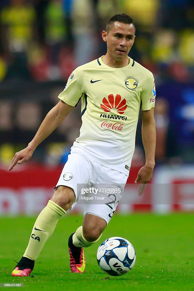 Paul Aguilar of America drives the ball during the 5th round match between America and Morelia as part of the Torneo Apertura 2016 Liga MX at Azteca...