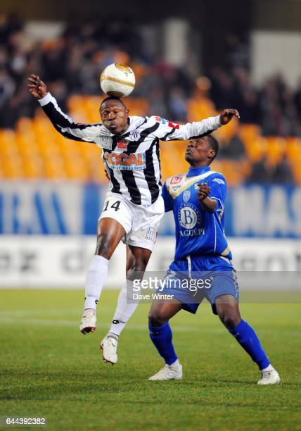 Paul ALO'O EFOULOU / Dialo GUIDILEYE Troyes / Angers 27e journee Ligue 2 Photo Dave Winter / Icon Sport
