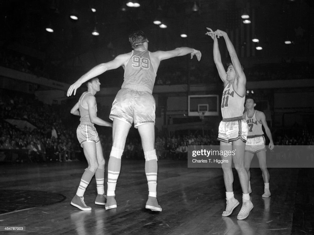 Minneapolis Lakers v Philadelphia Warriors
