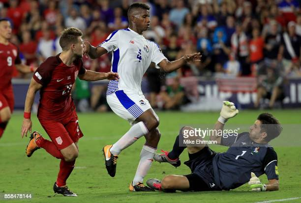 Paul Arriola of United States fights for the ball with Fidel Escobar and Jaime Penedo of Panama during the 2018 FIFA World Cup Qualifying match at...