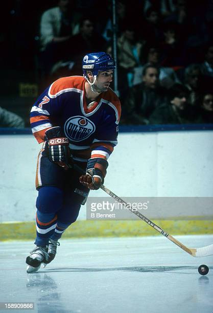 Paul Coffey of the Edmonton Oilers skates with the puck during an NHL game against the New York Islanders on March 29 1986 at the Nassau Coliseum in...