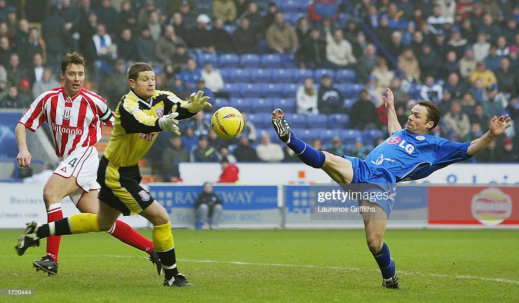 Paul Dikov of Leicester City stretches for the ball with Steve Banks of Stoke during the Nationwide First Division match between Leicester City and Stoke City on January 11, 2003 at the Walkers Stadium, Leicester, England.