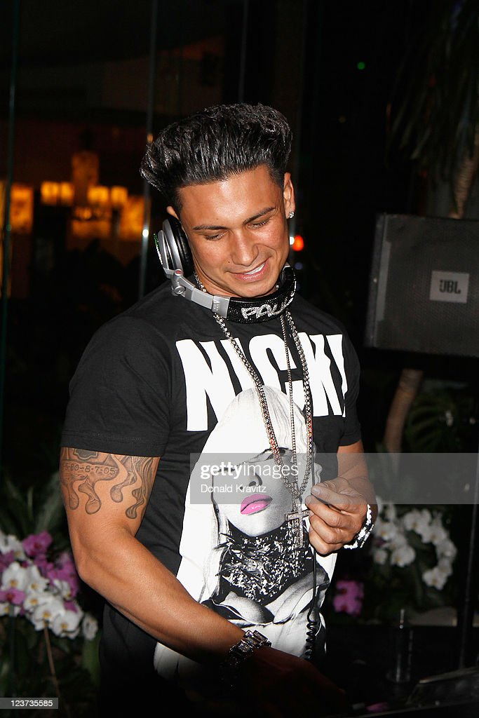 Tremendous Pauly D Hosts The Pool At Harrahs Photos And Images Getty Images Short Hairstyles For Black Women Fulllsitofus