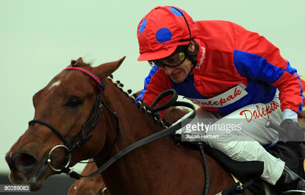 Paul Eddery and Lieutenant Pigeon land The Panoramic Bar Restaurant Handicap Stakes Race run at Kempton Racecourse on March 18 in Kempton England