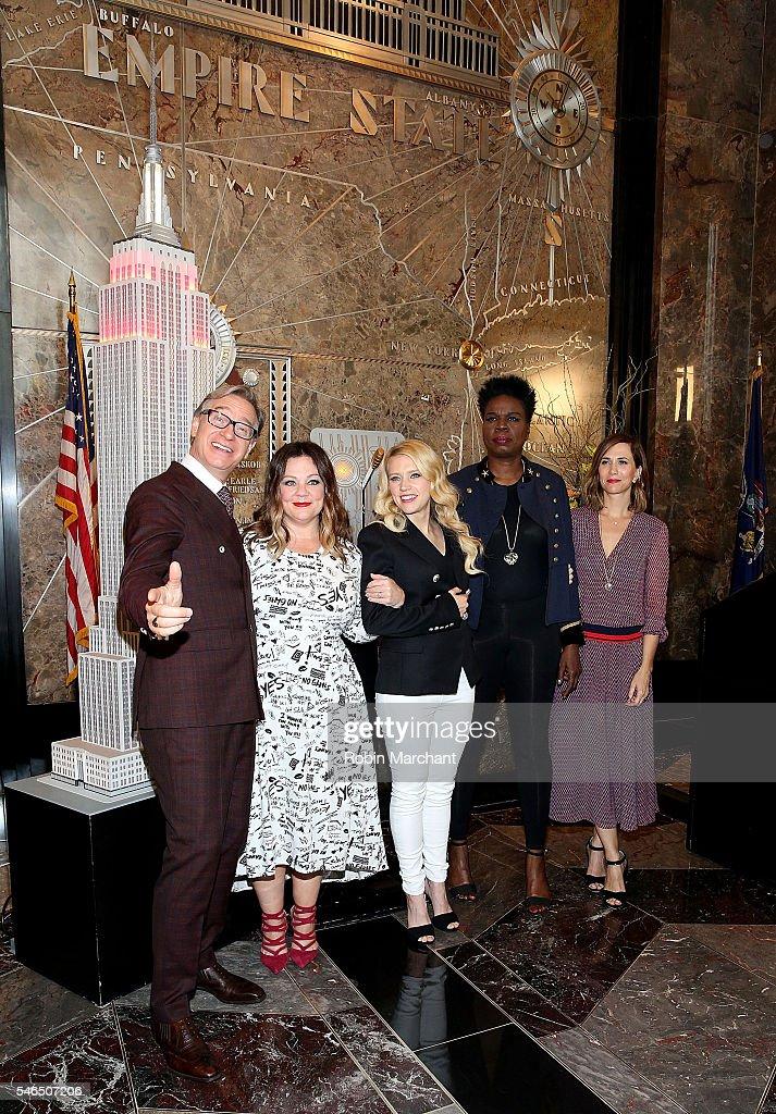 Paul Feig Melissa McCarthy Kate McKinnon Leslie Jones and Kristen Wiig visit The Empire State Building at The Empire State Building on July 12 2016...