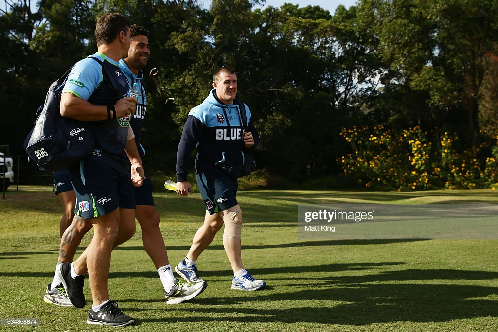 <a gi-track='captionPersonalityLinkClicked' href=/galleries/search?phrase=Paul+Gallen&family=editorial&specificpeople=240584 ng-click='$event.stopPropagation()'>Paul Gallen</a> of the Blues arrives during a New South Wales State of Origin training session on May 26, 2016 in Coffs Harbour, Australia.