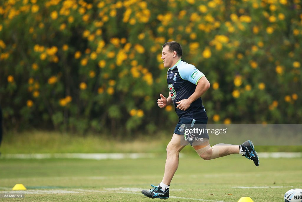 <a gi-track='captionPersonalityLinkClicked' href=/galleries/search?phrase=Paul+Gallen&family=editorial&specificpeople=240584 ng-click='$event.stopPropagation()'>Paul Gallen</a> of the Blues runs during a New South Wales State of Origin media opportunity on May 26, 2016 in Coffs Harbour, Australia.
