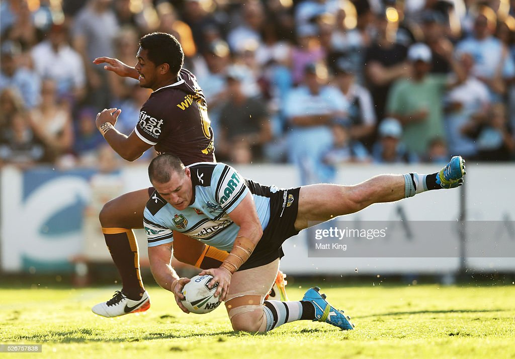 Paul Gallen of the Sharks beats Anthony Milford of the Broncos to the ball to score a try during the round nine NRL match between the Cronulla Sharks and the Brisbane Broncos at Southern Cross Group Stadium on May 1, 2016 in Sydney, Australia.
