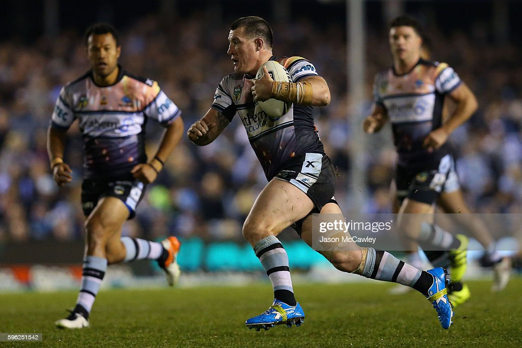 Paul Gallen of the Sharks runs the ball during the round 25 NRL match between the Cronulla Sharks and the Sydney Roosters at Shark Park on August 27, 2016 in Sydney, Australia.