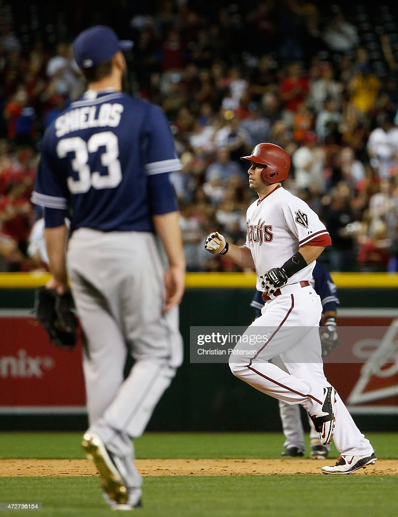 <a gi-track='captionPersonalityLinkClicked' href=/galleries/search?phrase=Paul+Goldschmidt&family=editorial&specificpeople=7511120 ng-click='$event.stopPropagation()'>Paul Goldschmidt</a> #44 of the Arizona Diamondbacks rounds the bases after hitting a solo home-run against starting pitcher <a gi-track='captionPersonalityLinkClicked' href=/galleries/search?phrase=James+Shields+-+Jogador+de+basebol&family=editorial&specificpeople=8138267 ng-click='$event.stopPropagation()'>James Shields</a> #33 of the San Diego Padres during the sixth inning of the MLB game at Chase Field on May 8, 2015 in Phoenix, Arizona.