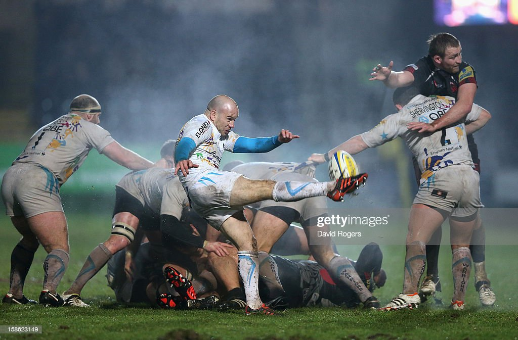 <a gi-track='captionPersonalityLinkClicked' href=/galleries/search?phrase=Paul+Hodgson&family=editorial&specificpeople=624967 ng-click='$event.stopPropagation()'>Paul Hodgson</a> of Worcester kicks the ball upfield during the Aviva Premiership match between Worcester Warriors and London Welsh at Sixways Stadium on December 21, 2012 in Worcester, England.