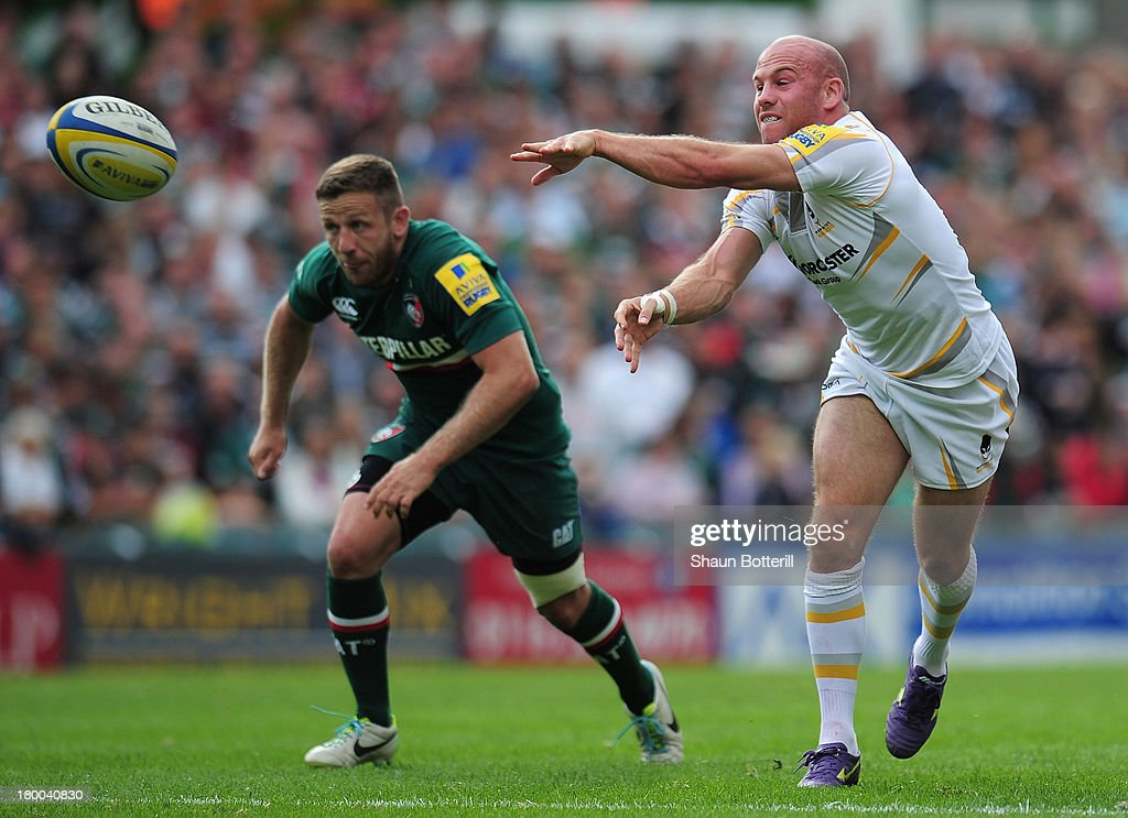 <a gi-track='captionPersonalityLinkClicked' href=/galleries/search?phrase=Paul+Hodgson&family=editorial&specificpeople=624967 ng-click='$event.stopPropagation()'>Paul Hodgson</a> of Worcester Warriors passes the ball as David Mele of Leicester Tigers looks on during the Aviva Premiership match between Leicester Tigers and Worcester Warriors at Welford Road on September 8, 2013 in Leicester, England.