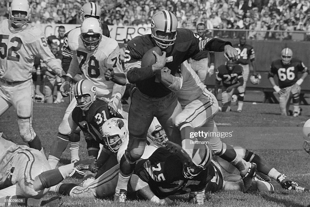 Paul Hornung Green Bay Packer back scores from the three yard line in the third quarter of the PackerSt Louis Cardinal game Bill Triplett Cardinal...