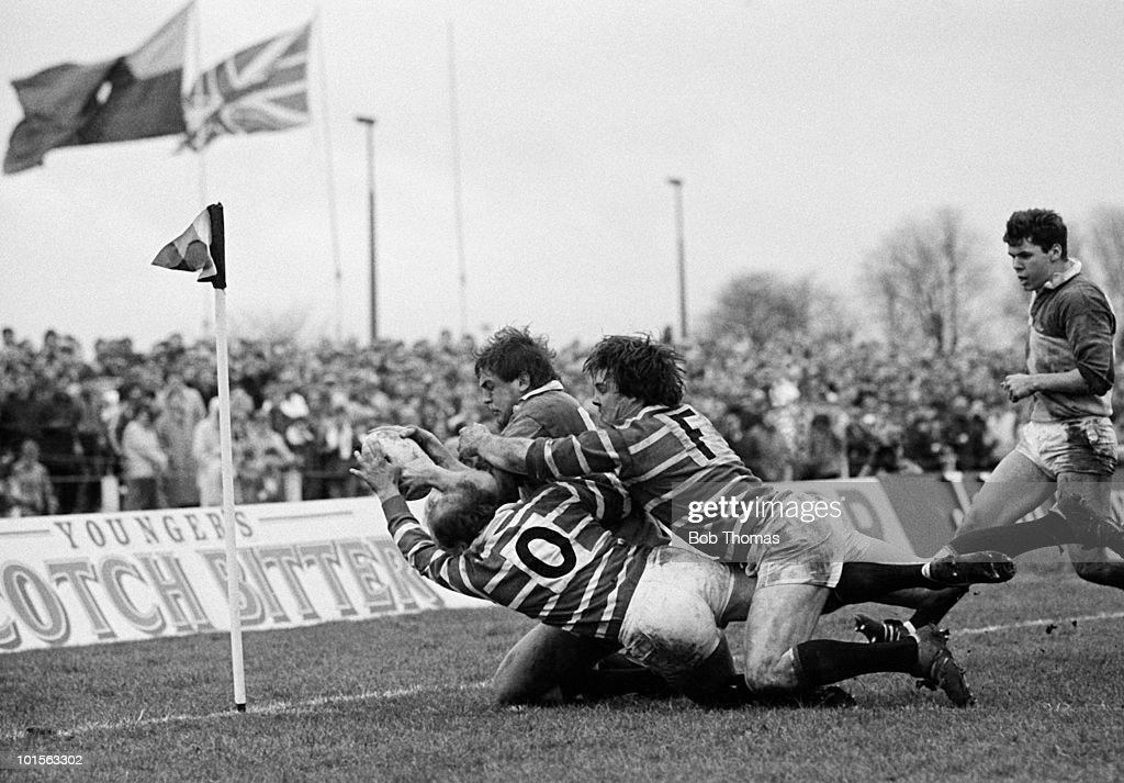 Paul Jackson of Harlequins dives over for a try during the John Player Special Cup Quarter-final rugby union match against Leicester held at The Stoop, London on 22nd March 1986. Leicester beat Harlequins 15-8. (Bob Thomas/Getty Images).