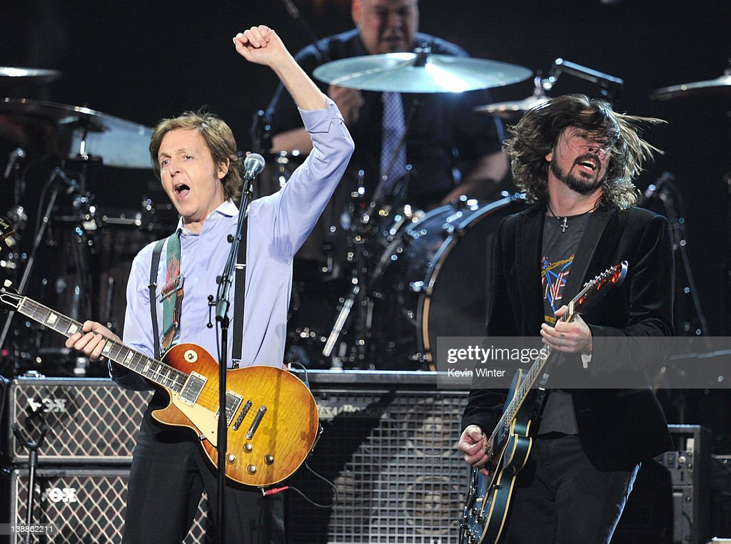 <a gi-track='captionPersonalityLinkClicked' href=/galleries/search?phrase=Paul+McCartney&family=editorial&specificpeople=92298 ng-click='$event.stopPropagation()'>Paul McCartney</a> and <a gi-track='captionPersonalityLinkClicked' href=/galleries/search?phrase=Dave+Grohl&family=editorial&specificpeople=202539 ng-click='$event.stopPropagation()'>Dave Grohl</a> perform onstage at the 54th Annual GRAMMY Awards held at Staples Center on February 12, 2012 in Los Angeles, California.