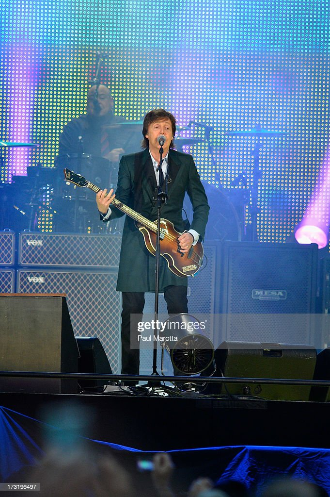 <a gi-track='captionPersonalityLinkClicked' href=/galleries/search?phrase=Paul+McCartney&family=editorial&specificpeople=92298 ng-click='$event.stopPropagation()'>Paul McCartney</a> performs at a sold-out Fenway Park on July 9, 2013 in Boston, Massachusetts.