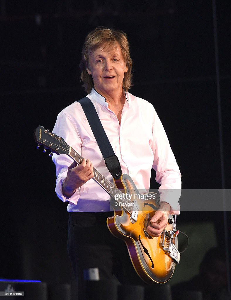 <a gi-track='captionPersonalityLinkClicked' href=/galleries/search?phrase=Paul+McCartney&family=editorial&specificpeople=92298 ng-click='$event.stopPropagation()'>Paul McCartney</a> performs during the 2015 Lollapalooza Music Festival at Grant Park on July 31, 2015 in Chicago, Illinois.