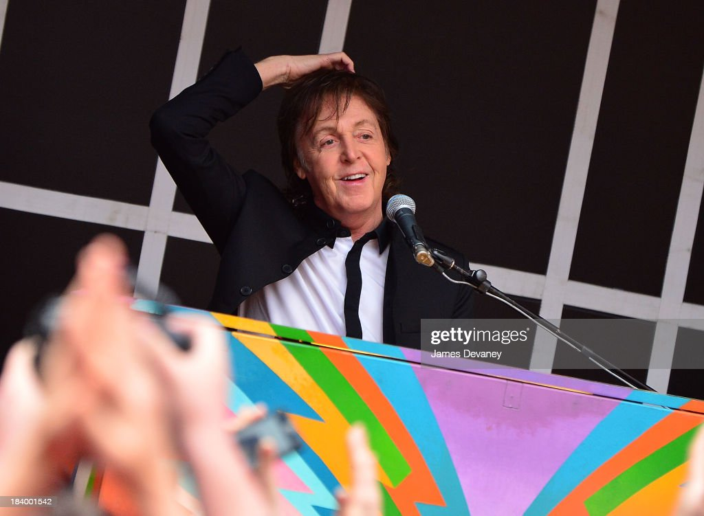 <a gi-track='captionPersonalityLinkClicked' href=/galleries/search?phrase=Paul+McCartney&family=editorial&specificpeople=92298 ng-click='$event.stopPropagation()'>Paul McCartney</a> performs in Times Square on October 10, 2013 in New York City.
