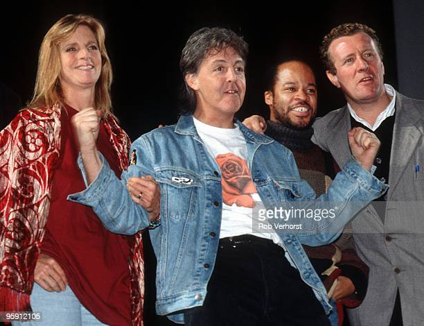 Paul McCartney poses for a group shot with his live band LR Linda McCartney Paul McCartney Blair Cunningham and Hamish Stuart during a rehearsal for...