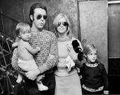 Paul McCartney with Linda and children