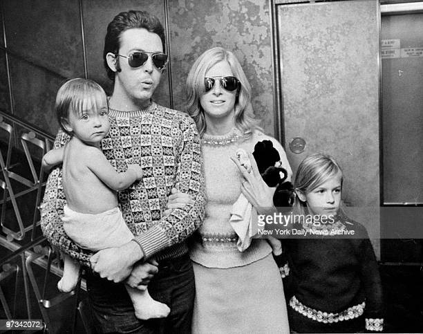 Paul McCartney with Linda and children