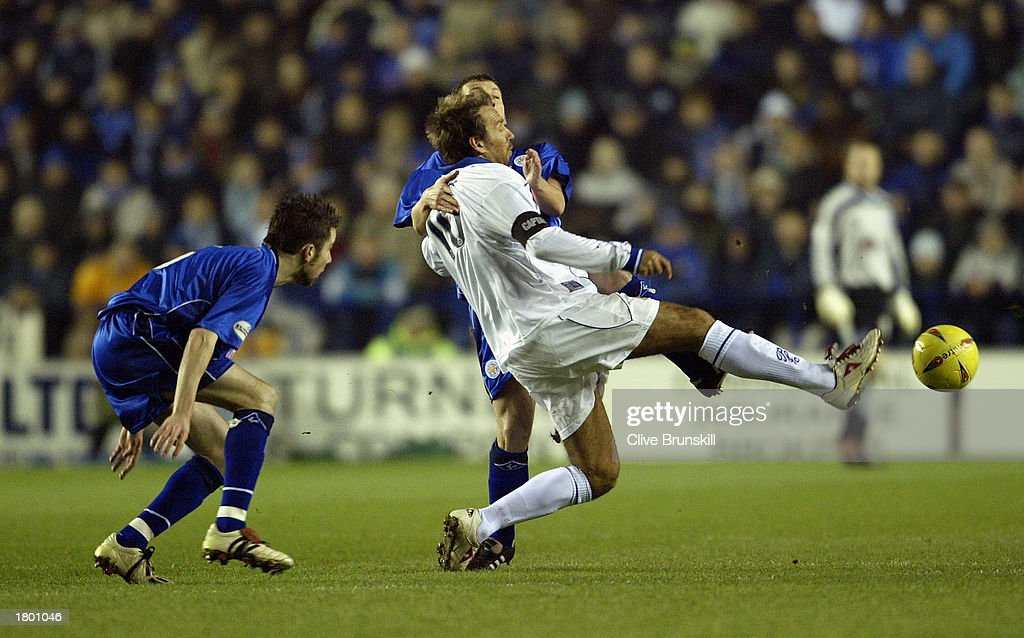 Paul Merson of Portsmouth holds off Billy McKinlay of Leicester during the Nationwide League Division One match between Leicester City and Portsmouth at Walkers Stadium, Leicester, England on February 17, 2003.