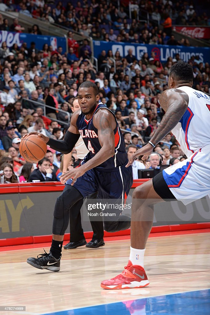 Paul Millsap #4 of the Atlanta Hawks drives to the basket against the Los Angeles Clippers at Staples Center on March 8, 2014 in Los Angeles, California.