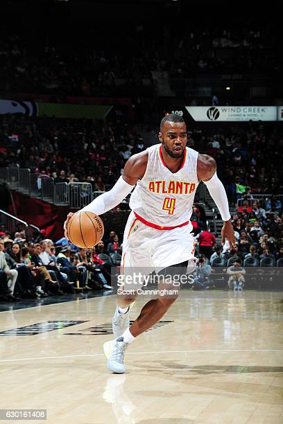 Paul Millsap of the Atlanta Hawks drives to the basket against the Charlotte Hornets during the game on December 17 2016 at Philips Arena in Atlanta...