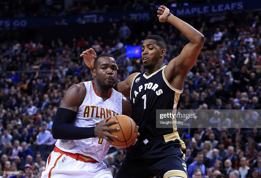 <a gi-track='captionPersonalityLinkClicked' href=/galleries/search?phrase=Paul+Millsap&family=editorial&specificpeople=880017 ng-click='$event.stopPropagation()'>Paul Millsap</a> #4 of the Atlanta Hawks drives to the basket as <a gi-track='captionPersonalityLinkClicked' href=/galleries/search?phrase=Jason+Thompson+-+Jogador+de+basquete&family=editorial&specificpeople=5570844 ng-click='$event.stopPropagation()'>Jason Thompson</a> #1 of the Toronto Raptors defends during the second half of an NBA game at the Air Canada Centre on March 30, 2016 in Toronto, Ontario, Canada.