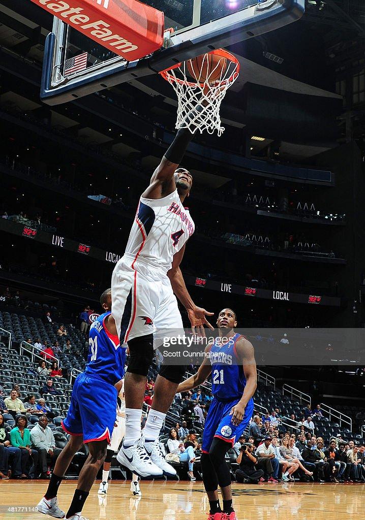 Paul Millsap #4 of the Atlanta Hawks dunks against the Philadelphia 76ers on March 31, 2014 at Philips Arena in Atlanta, Georgia.