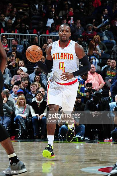 Paul Millsap of the Atlanta Hawks handles the ball against the Los Angeles Clippers on January 27 2016 at Philips Arena in Atlanta Georgia NOTE TO...