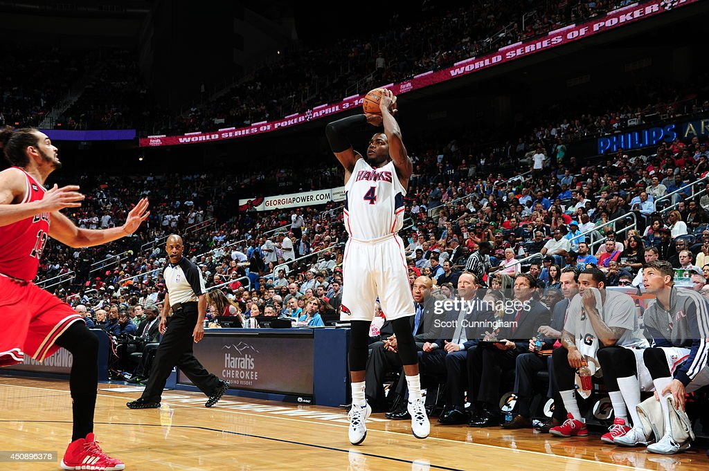<a gi-track='captionPersonalityLinkClicked' href=/galleries/search?phrase=Paul+Millsap&family=editorial&specificpeople=880017 ng-click='$event.stopPropagation()'>Paul Millsap</a> #4 of the Atlanta Hawks shoots against the Chicago Bulls on April 2, 2014 at Philips Arena in Atlanta, Georgia.