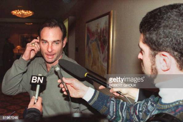 Paul Molitor of the Toronto Bluejays baseball team stops to talk to reporters at the Capitol Hilton Hotel in Washington 19 December 1994 where Major...