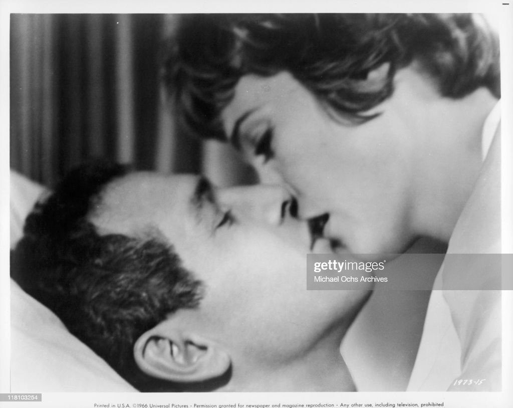Torn curtain julie andrews - Paul Newman And Julie Andrews Kissing In A Scene From The Film Torn Curtain