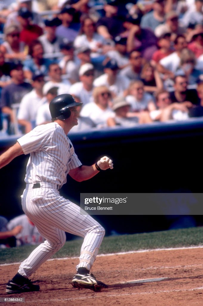Paul O'Neill #21 of the New York Yankees swings at the pitch during an MLB game against the Texas Rangers on August 15, 1998 at Yankee Stadium in the Bronx, New York.