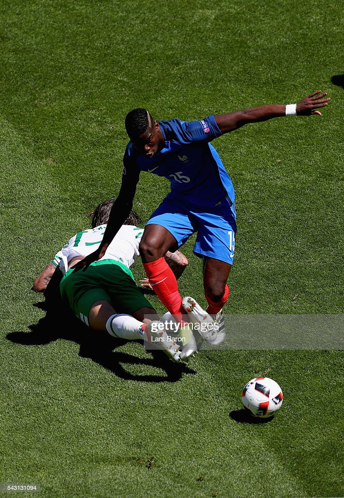 <a gi-track='captionPersonalityLinkClicked' href=/galleries/search?phrase=Paul+Pogba&family=editorial&specificpeople=5805302 ng-click='$event.stopPropagation()'>Paul Pogba</a> of France and <a gi-track='captionPersonalityLinkClicked' href=/galleries/search?phrase=Jeff+Hendrick+-+Soccer+Player&family=editorial&specificpeople=15923342 ng-click='$event.stopPropagation()'>Jeff Hendrick</a> of Republic of Ireland compete for the ball during the UEFA EURO 2016 round of 16 match between France and Republic of Ireland at Stade des Lumieres on June 26, 2016 in Lyon, France.